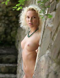 Erotic Sweetie - Naturally Luxurious Fledgling Nudes